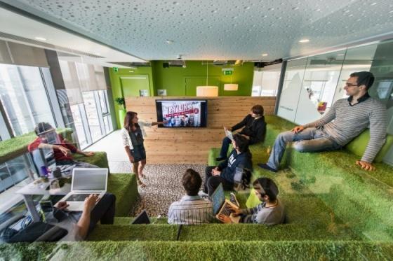 4.google-office-snapshots-1-700x467