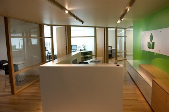 9.Sweet-Freshing-Charming-Entrance-And-Reception-Area-Interior-Design-for-Developer-of-FreshView-Office-590x392